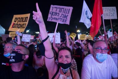 Израильтяне вышли на демонстрацию против экономической политики правительства. Тель-Авив, Израиль,11 июля 2020 г.